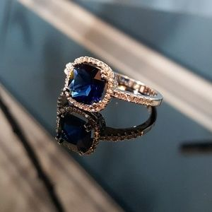 Simulated Blue Sapphire n White Cubic Zirconia